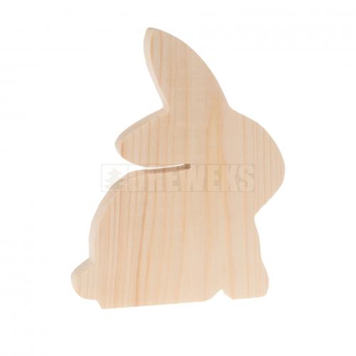 Drewniany królik na piku