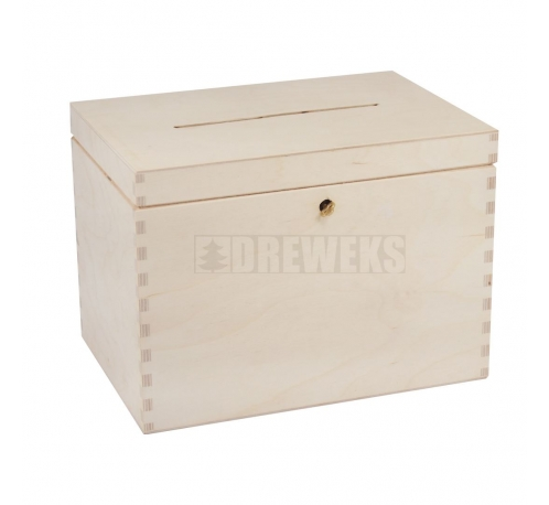Chest for wedding cards with key