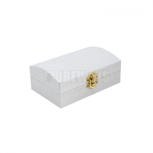 Biały kuferek z zapięciem